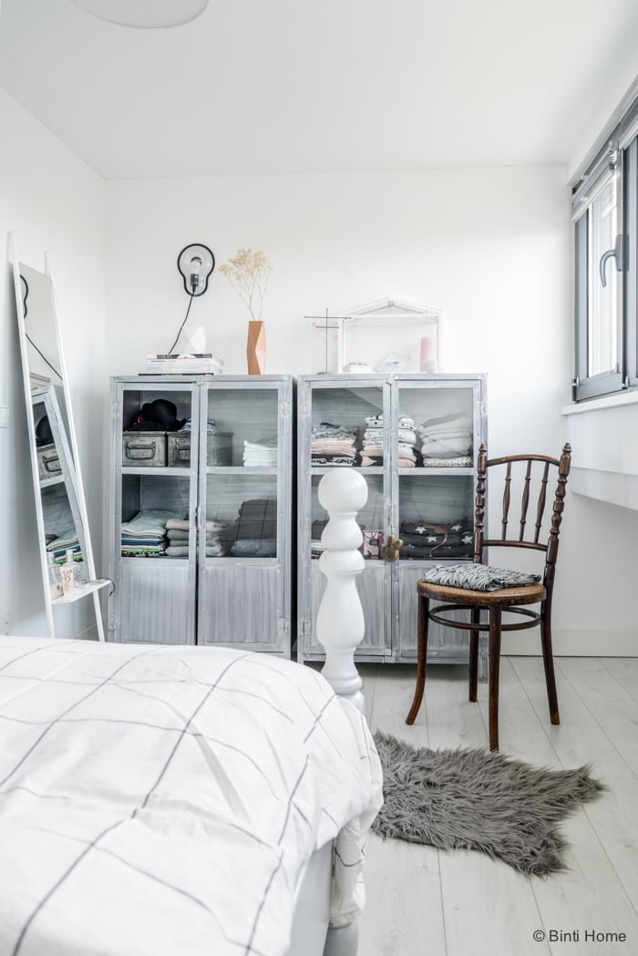Woonboot slaapkamer indsutriele kasten Amsterdam Flair ©BintiHome