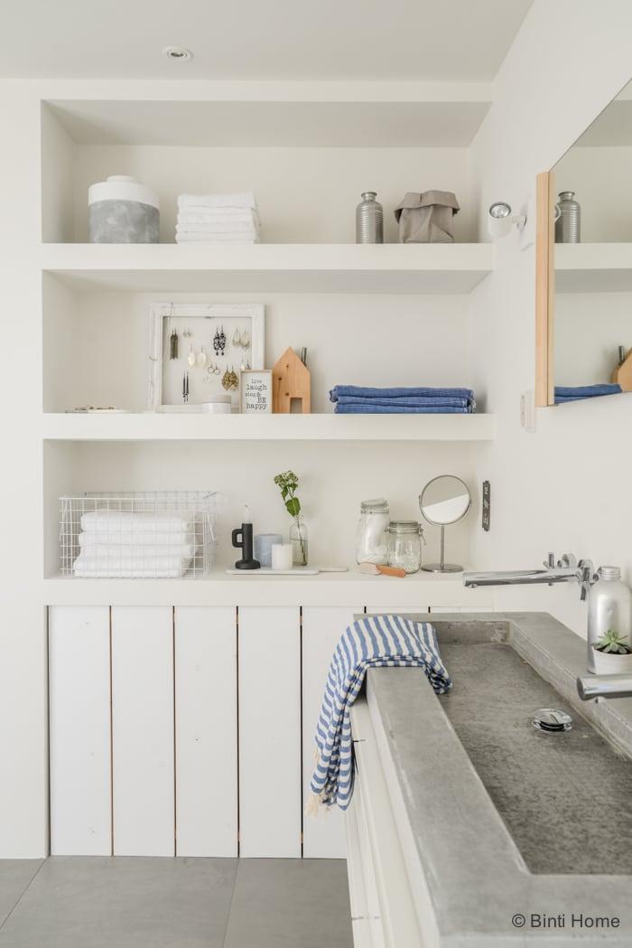 Badkamer wit hout badkamer ontwerp idee n voor uw huis samen met meubels die het - Betegelde rode badkamer ...