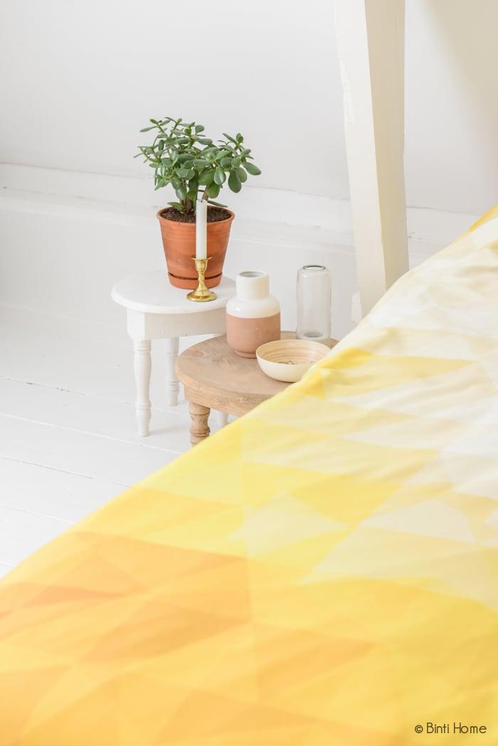 Restyling slaapkamer Auping tafeltjes als nachtkastje ©BintiHome
