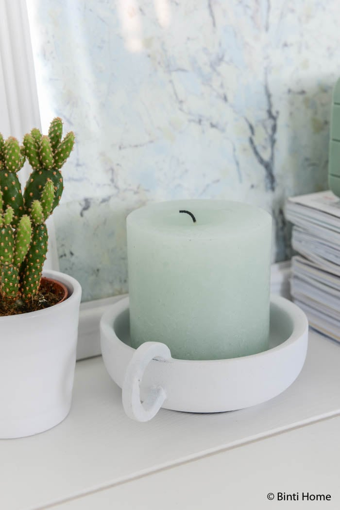 Hema woonkamerstyling in zachte kleuren kandelaar wit ©Binti Home Blog