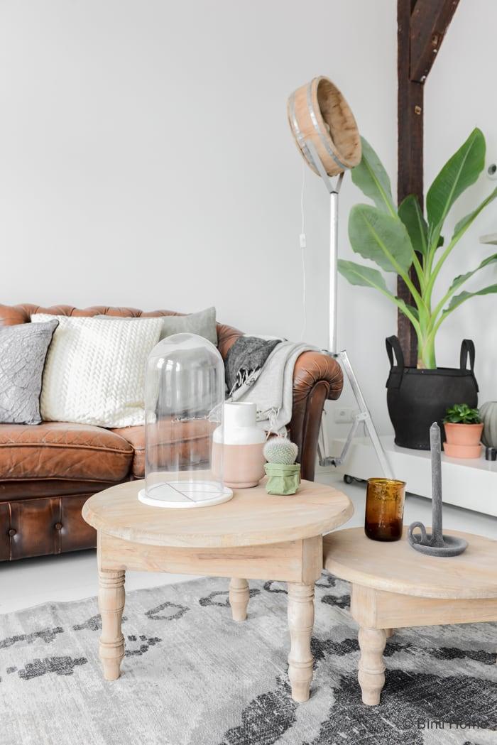 Woonkamer inrichten met pure materialen en warme kleuren - Binti ...