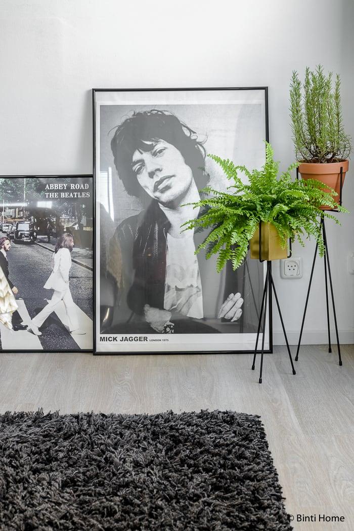 Binnenkijker interieurinspiratie slaapkamer fotoframes op de grond ©BintiHome