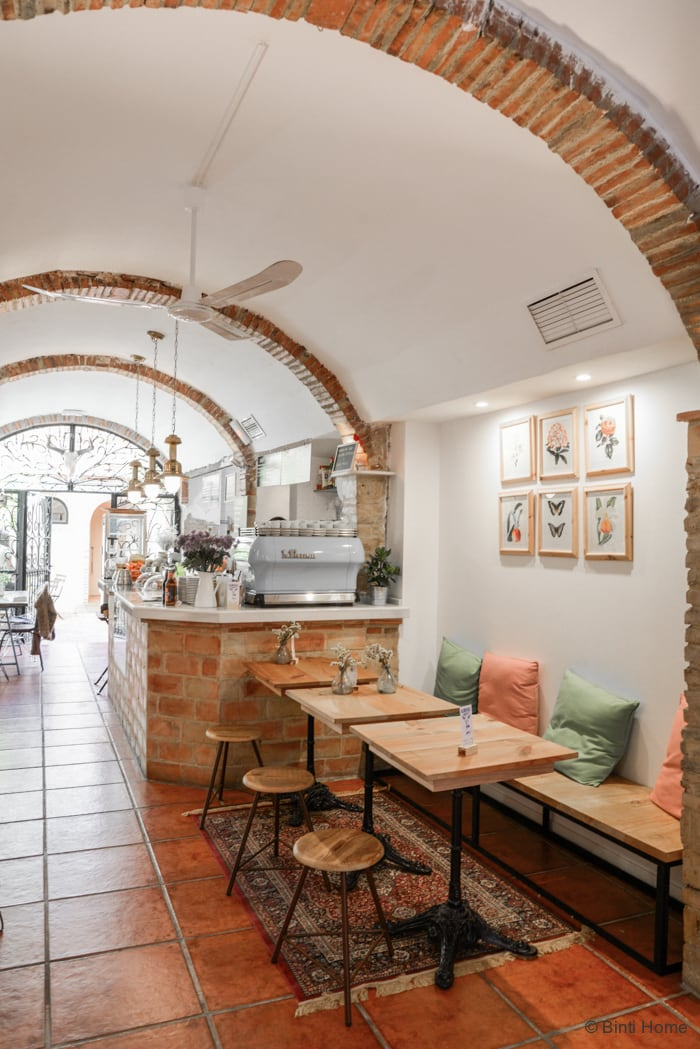 Inspirerend interieur Blue Bell cafe inspiration Valencia ©BintiHome