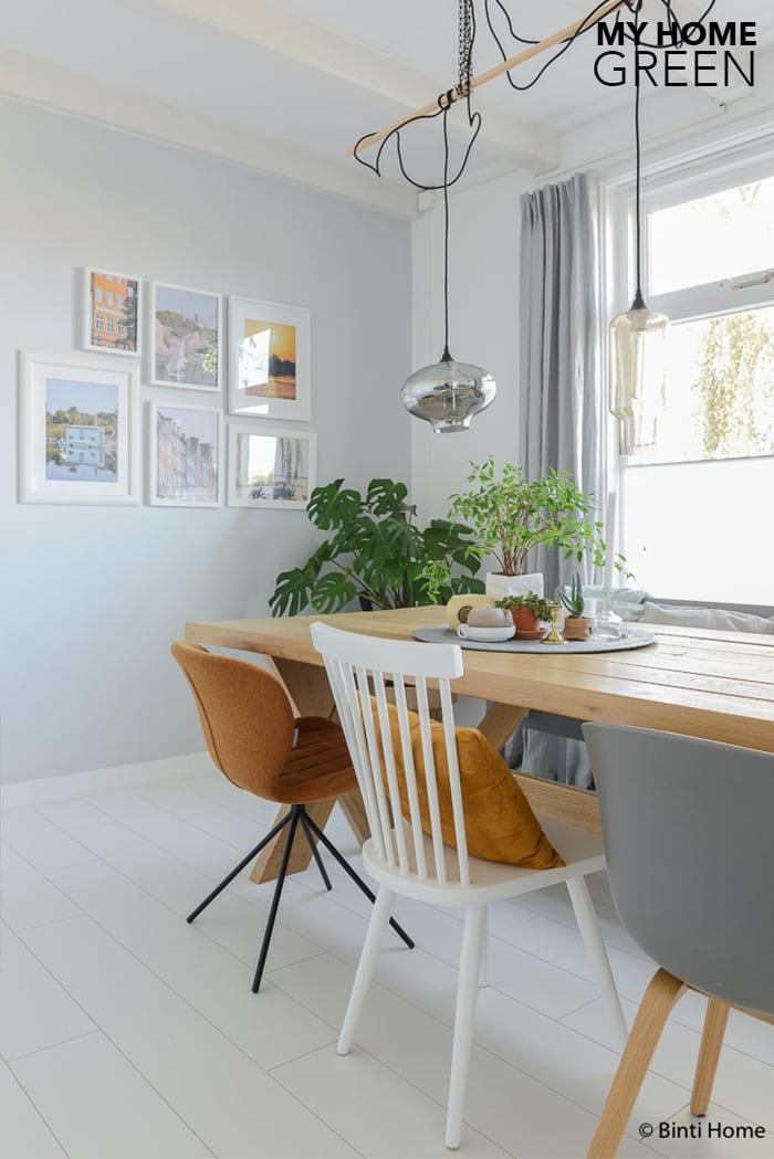 Groen styling in mijn huis het hele jaar door studio binti home - Woonkamer en eetkamer ...