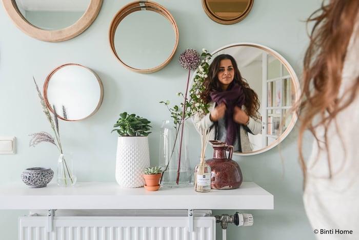 ronde spiegels Hal styling inspiratie mintgroen en aubergine voor Hema Blog ©BintiHome