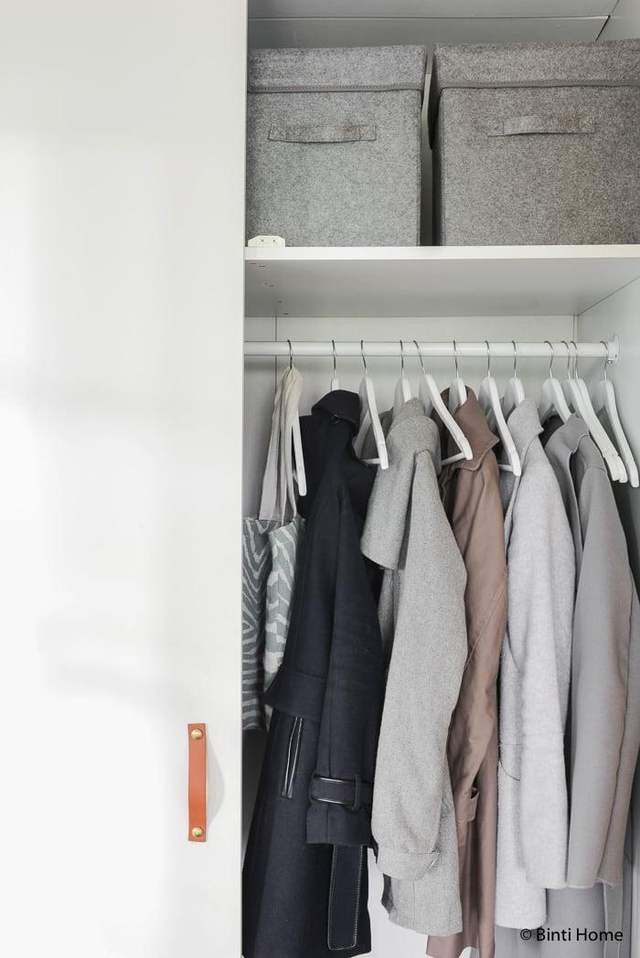 Garderobekast in de Hal styling wooninspiratie mintgroen en aubergine voor Hema Blog ©BintiHome-12