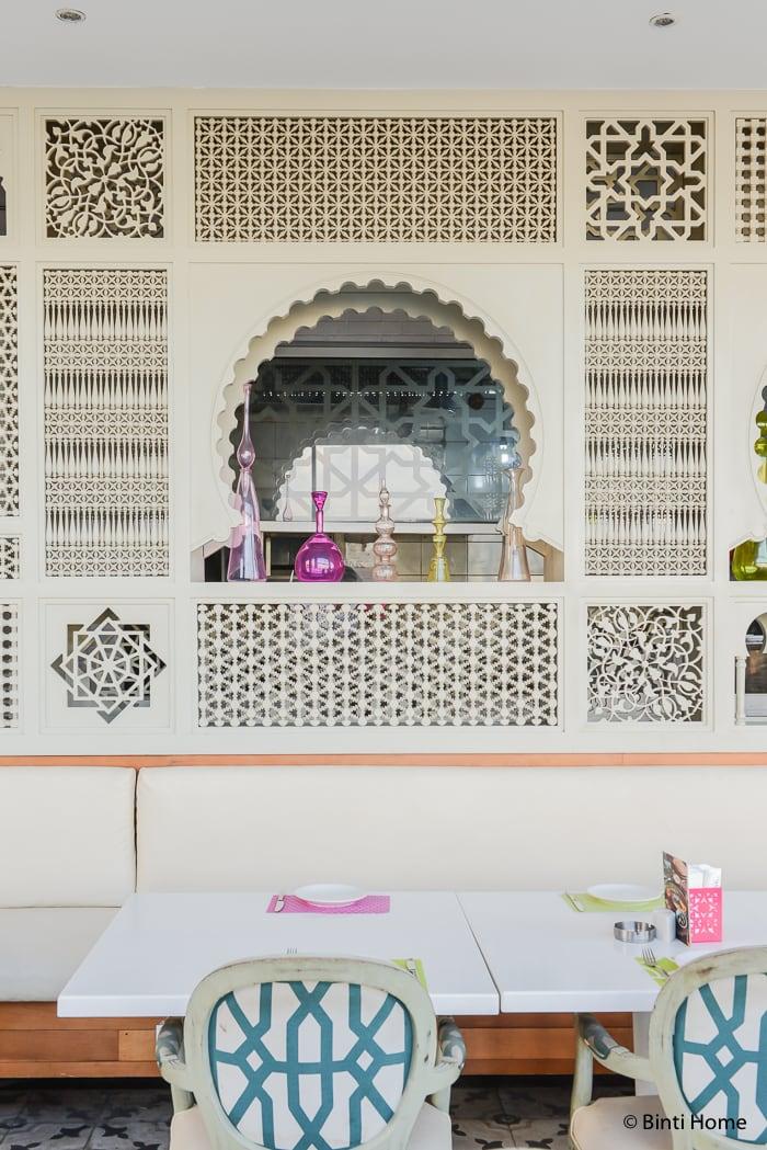Mashrabiya wood wall modern Arabic interior at Tamara Lebanese Bistro Cairo Festival City Mall Cairo Egypte ©BintiHome