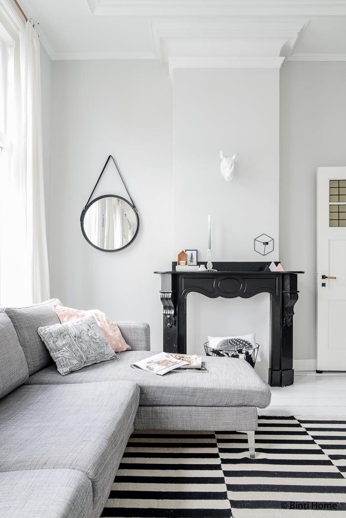Woonkamer inspiratie met zwart wit en pastel - Binti Home Blog