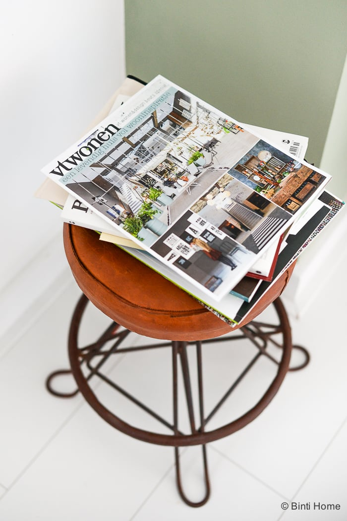 Homedecor ideas with books and magazines ©BintiHome