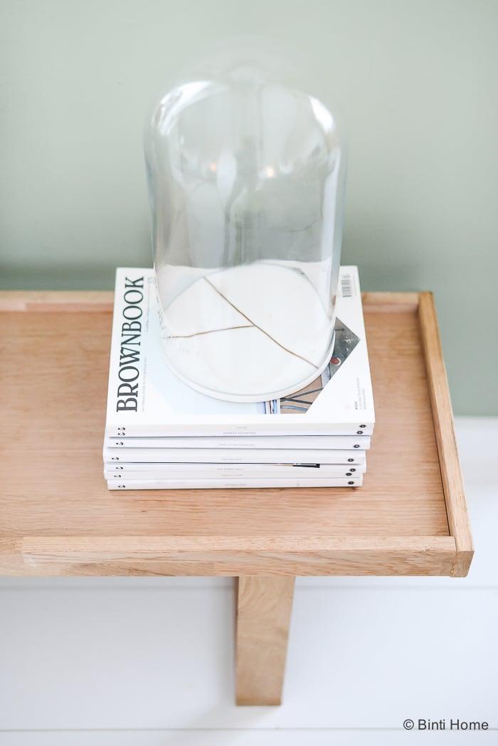 Stylingtip met boeken en tijdschriften in huis ©BintiHome