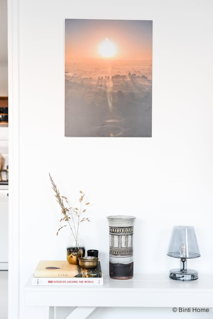 Stylingtips interieur met boeken tijdschriften in huis ©BintiHome