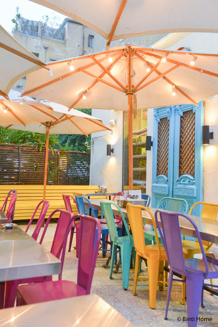 Colorful interiordesign and local egyptian food at zoöba