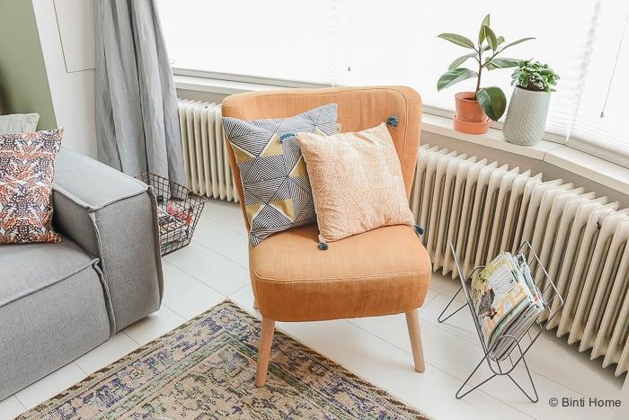 Interieurinspiratie kussen styling in de woonkamer ©BintiHome-10