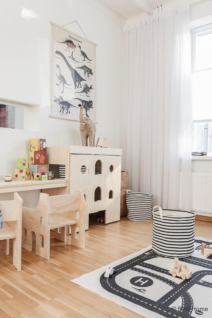 een kinderhoek / speelhoek in de woonkamer van fins vuren | binti, Deco ideeën