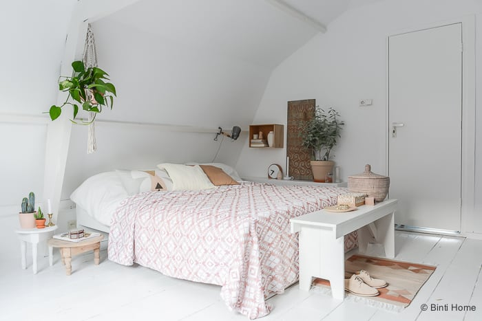 Binnenkijken Hometour styling and photography bedroom interior soft pastels by ©BintiHome
