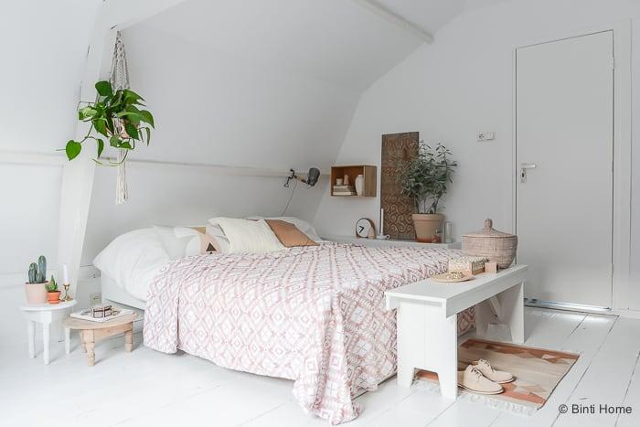 Binnenkijken Hometour styling and photography bedroom interior soft pastels by ©BintiHome