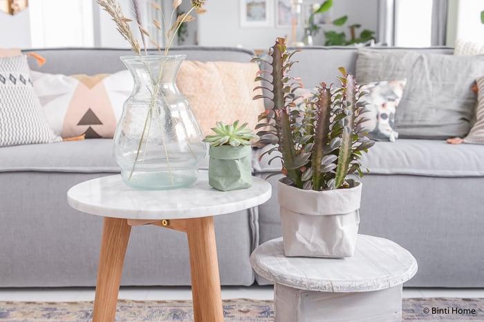 Woonkamer styling zithoek paperbags marmer tafel ©BintiHome