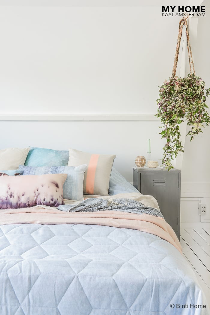 Beddinghouse slaapkamer styling pastel kussens en plaids april 2016 ©BintiHome