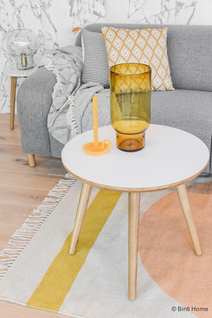 Ronde salontafel Sofacompany in een Woonkamer met een grijze bank van Sofa Company Stek Magazine ©BintiHomeBlog