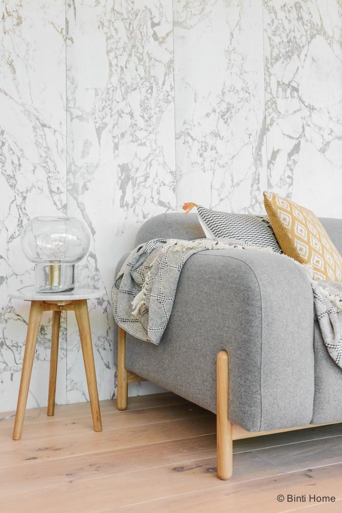 Stylingtip woonkamer met grijze bank van Sofa Company Stek Magazine ©BintiHome-10