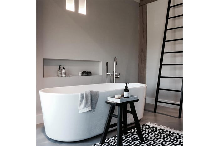 Bathroom inspiration with concrete peach and hammam towels studio binti home - Badkamer wit ...