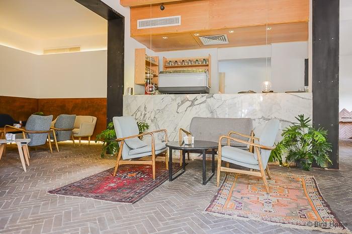 Interior inspiration kelim restaurant Ampersand Zamalek Cairo ©BintiHome-2