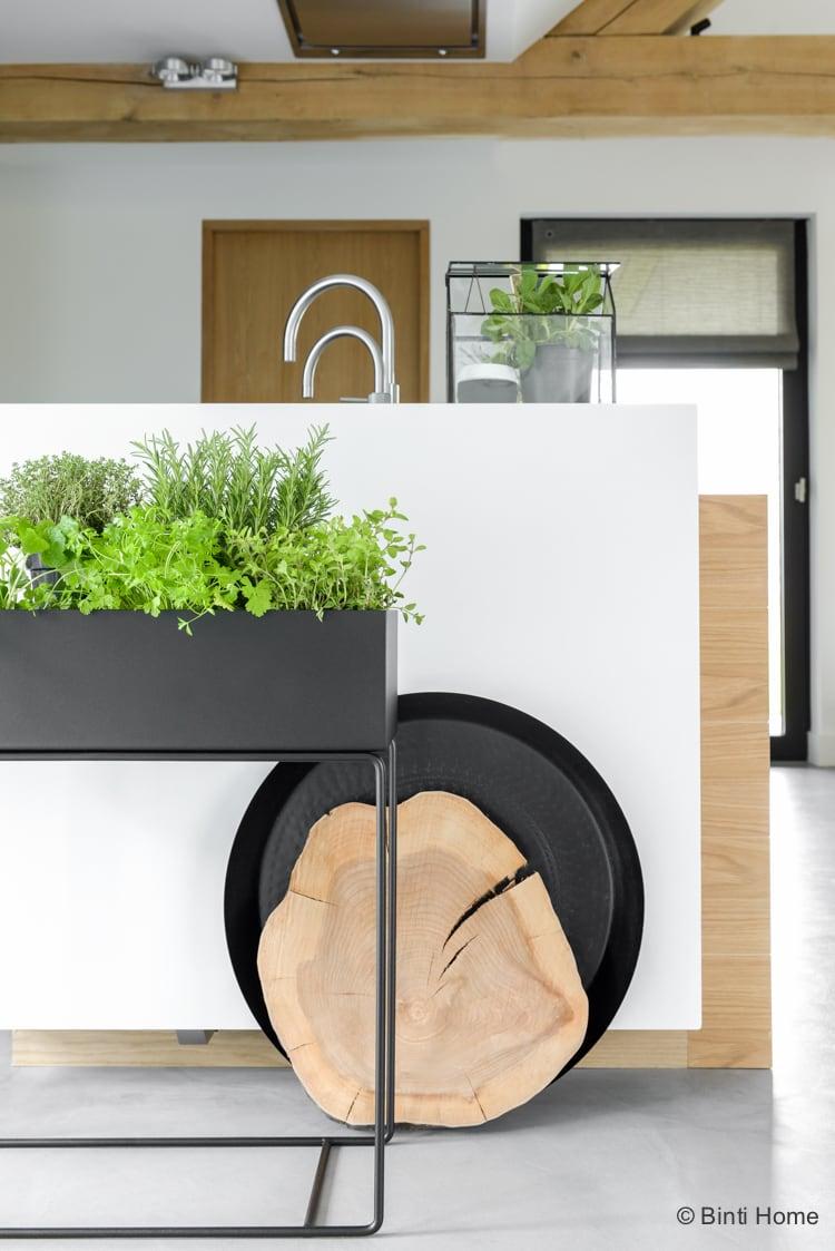 Plantenbak verse kruiden Ferm Living in de keuken©BintiHome