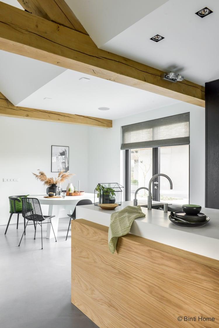Keuken inrichting : botanisch geinspireerd met zwart, groen en hout
