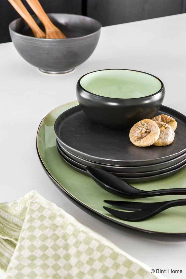 Serax pure servies zwart en groen accenten ©BintiHome