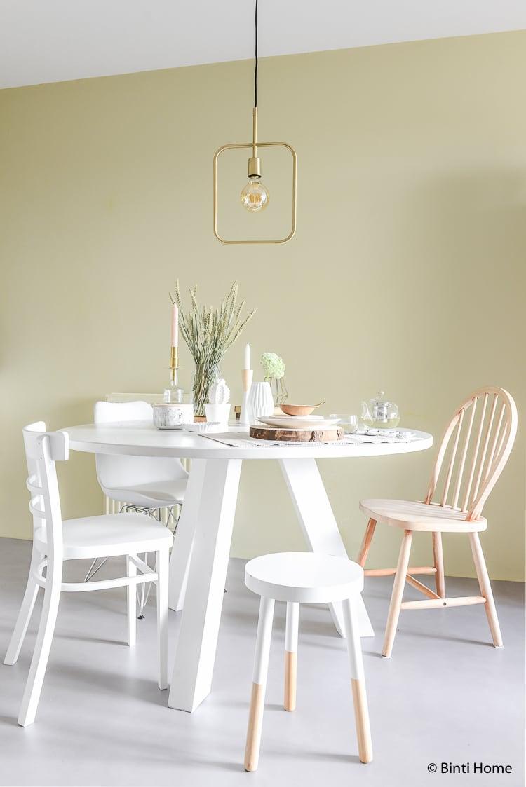 Ronde tafel stylen in lente sfeer ©BintiHome