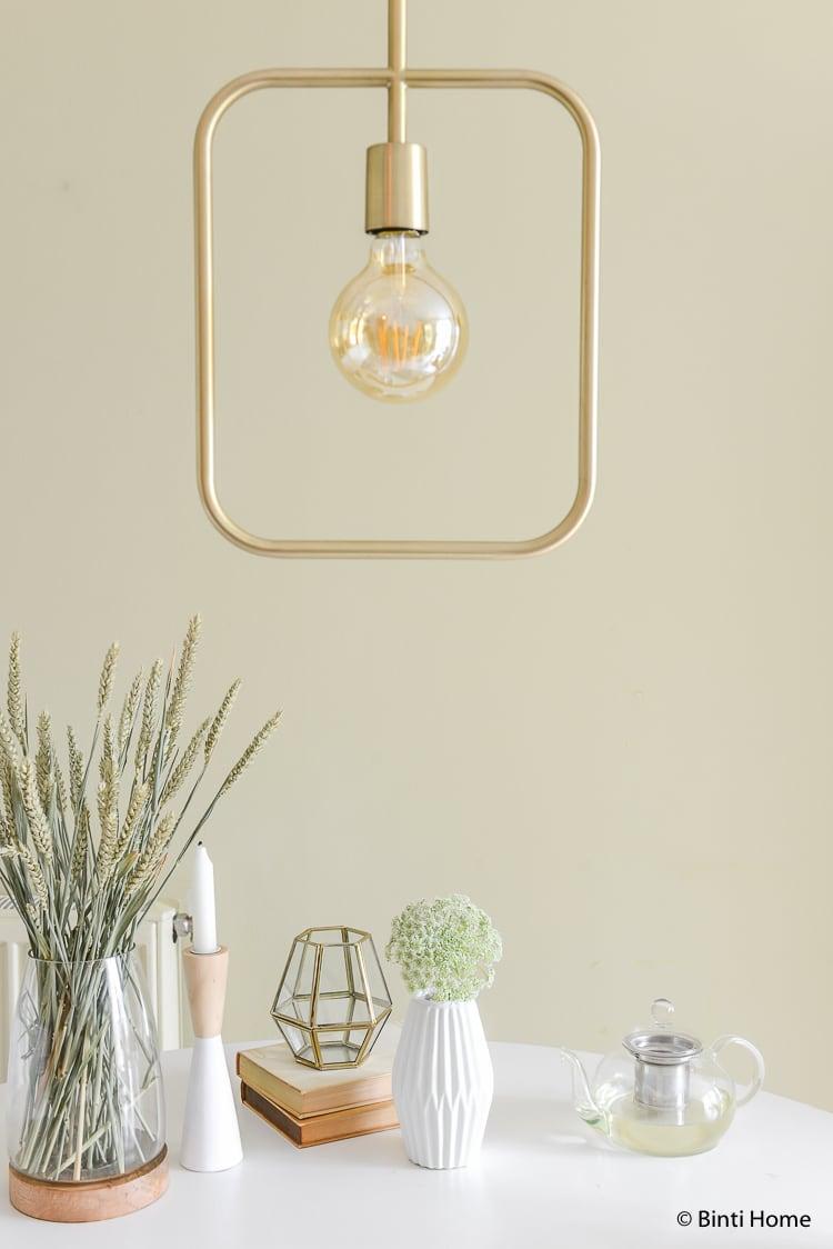 Lamp Cube Dutchbone Ronde tafel styling met neutrale tinten lente sfeer ©BintiHome
