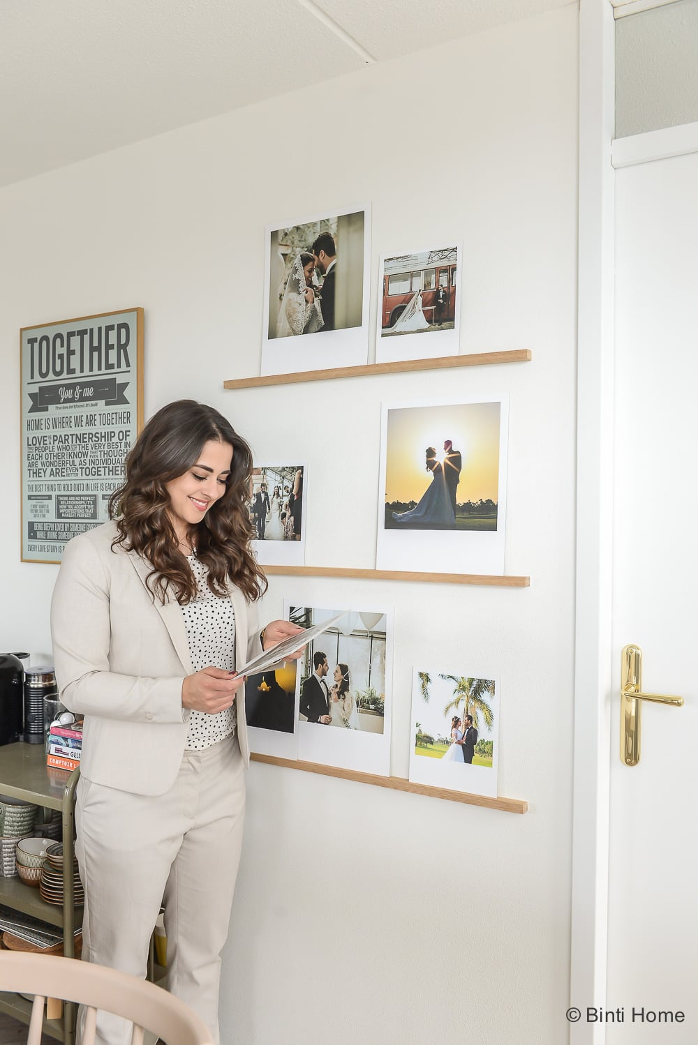 DIY fotowand van een stylist Wedding photowall polaroids Binti Home ©BintiHome