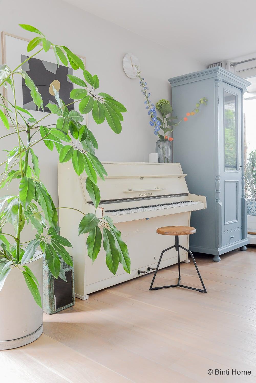 Woonkamer inrichten met een piano tips interieurontwerp woning Amsterdam ©BintiHome-2