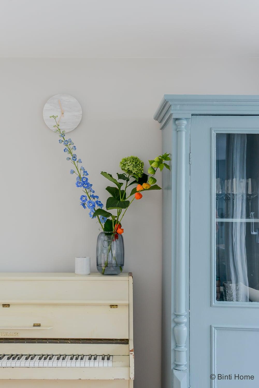 Woonkamer inrichten vintage elementen tips interieurontwerp woning Amsterdam Oval Blue Room farrow and Ball ©BintiHome-3