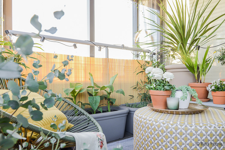 Balkon inspiratie klein balkon inrichten met veel planten Rondeju Fatboy ©BintiHome