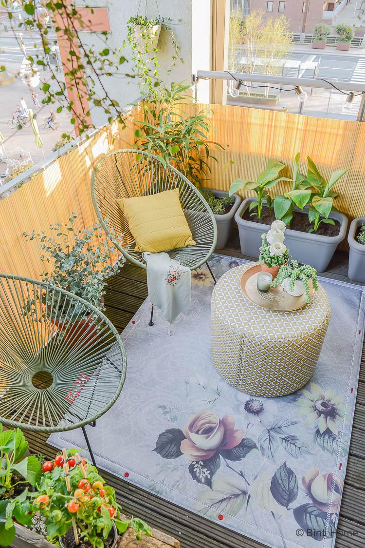 Balkon inspiratie klein balkon inrichten met veel planten ©BintiHome