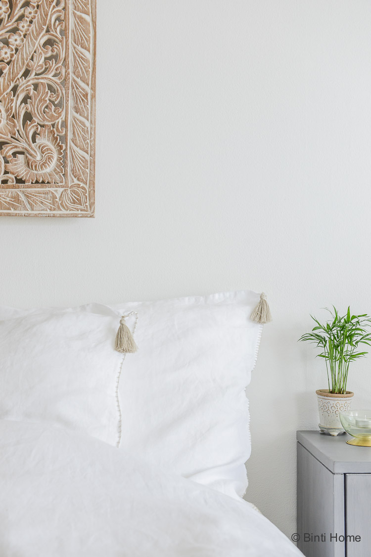 Kussenhoes met kwastjes linnen Lisbon House in Style slaapkamer ©BintiHome