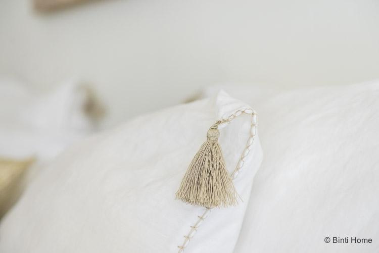 Linnen Kussenhoes met kwastje wit Lisbon House in Style slaapkamer ©BintiHome