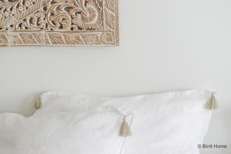Wit Linnen Kussenhoes met kwastjes Lisbon House in Style slaapkamer ©BintiHome