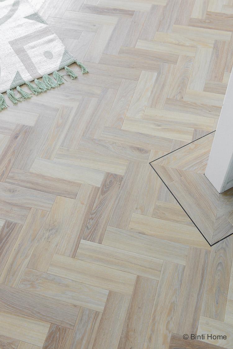 Visgraat vloer vinly Moduleo Herringbone small woonkamer ©BintiHome