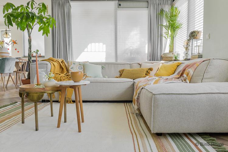 Trendkleuren okergeel en roze collectie WOWN by Binti Home Kwantum vloerkleed woonkamer styling ©BintiHome