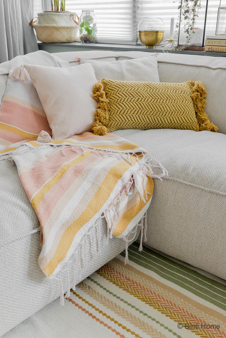 Woonkamer styling tips Trendkleuren okergeel en roze collectie WOWN by Binti Home Kwantum ©BintiHome