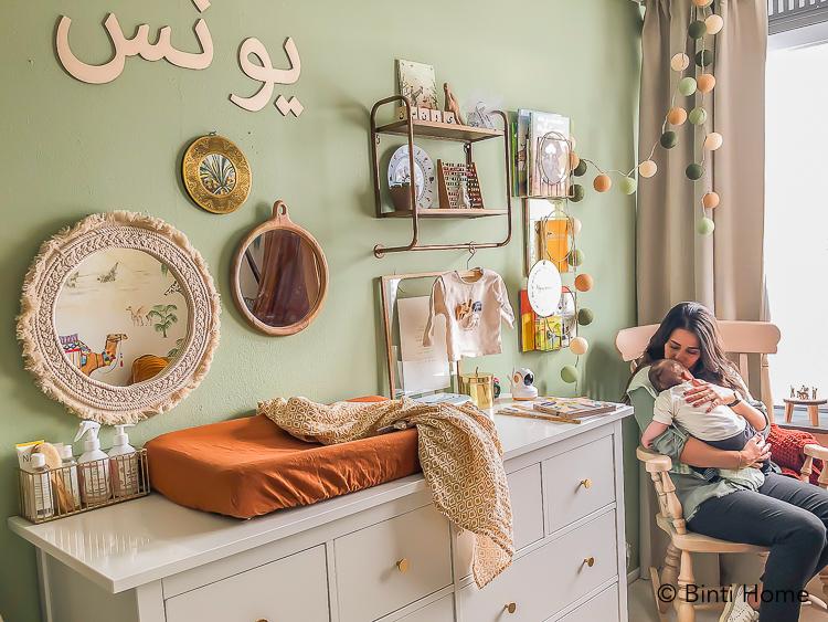Oosterse babykamer inrichten met scandinavische elementen kelim sebra bedje ©BintiHome